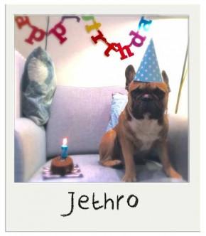 Jethro avec son Gateau d'anniversaire