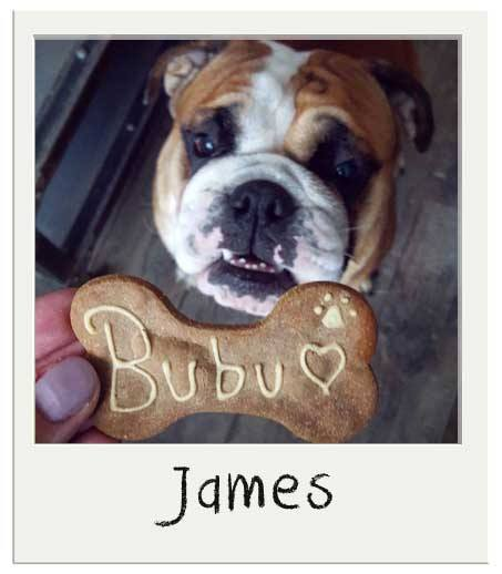 James avec son biscuits caroube