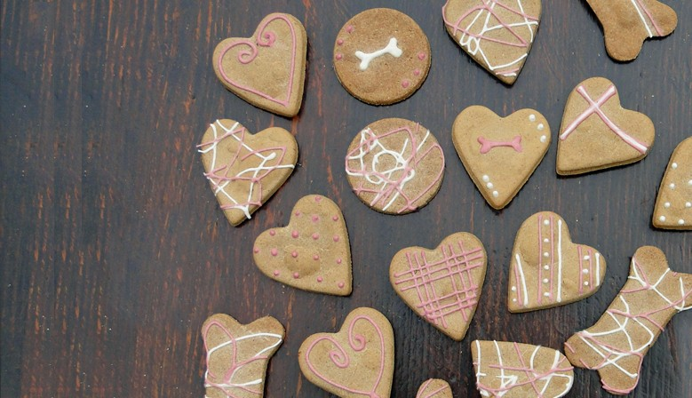 CADEAU ST VALENTIN POUR CHIENS  Coffret biscuits pour chiens spécial fête de la St Valentin.